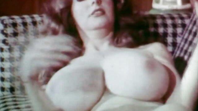 茂みの中で愛を作るために別の恋人 h 動画 女性